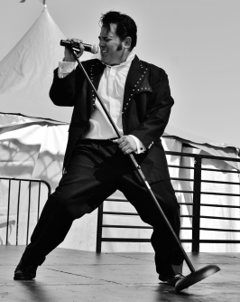Martin Anthony as Elvis
